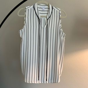 Cute sleeveless mandarin collar blouse